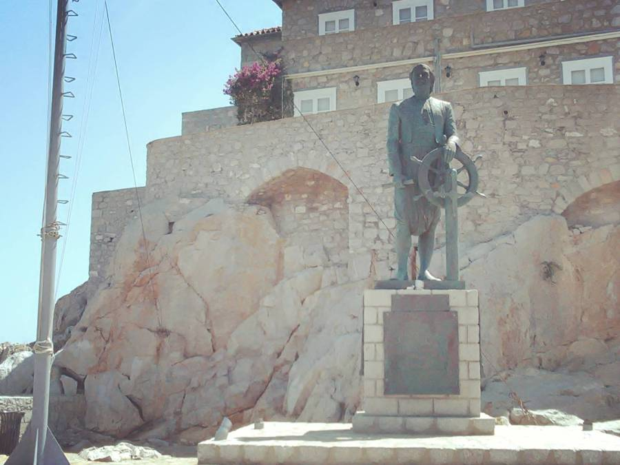 Andreas Miaoulis Statue - Argo Saronic islands turistic guide