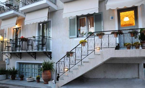 Arolithos - Villas, Studio & Apartments